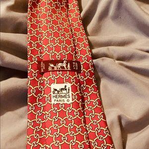 Hermès 100% silk tie.